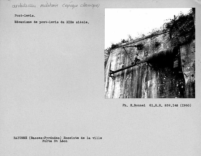 Mécanisme du pont-levis de la Porte Saint-Léon