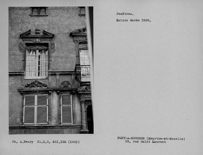 Fenêtres du côté gauche de la façade