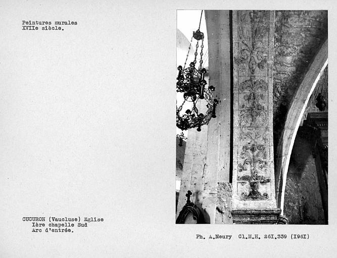 Ornements de peintures murales de l'arc d'enytrée de la première chapelle sud