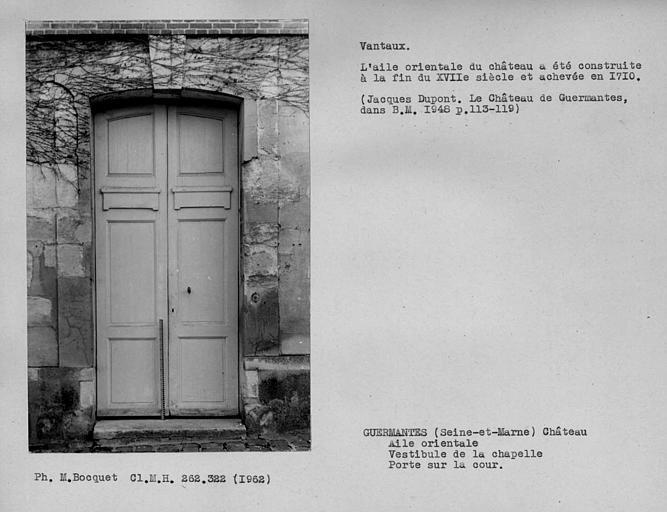 Vantaux de la porte d'entrée de la façade sur cour