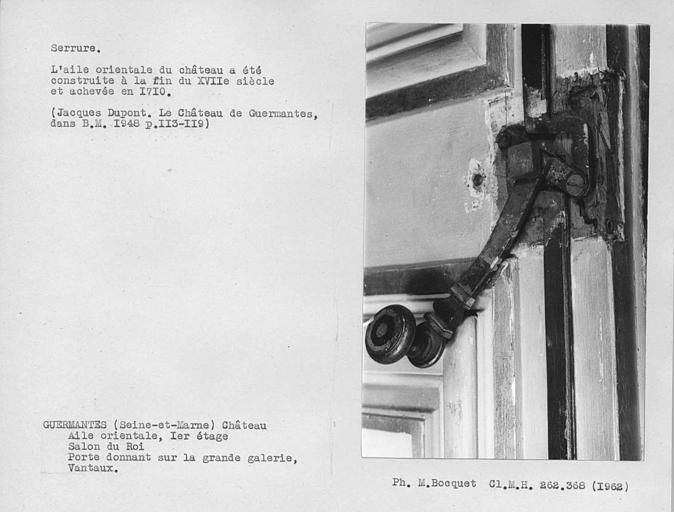 Vue en perspective du mécanisme de la serrure avec vis de la porte du salon du roi donnant sur la grande galerie du premier étage