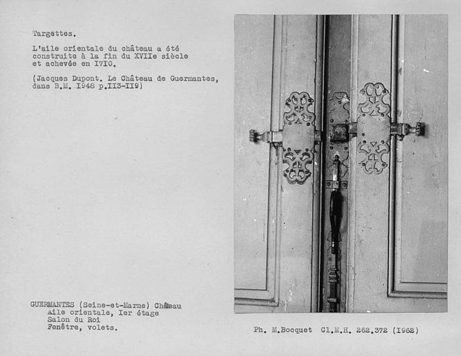 Verrou bas et targettes basses des volets de la fenêtre du salon du roi du premier étage