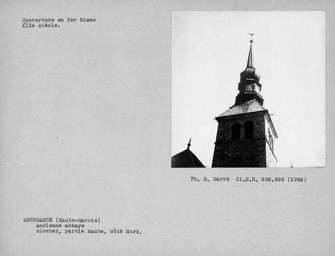 Couverture en fer-blanc du clocher à bulbe et du lanternon