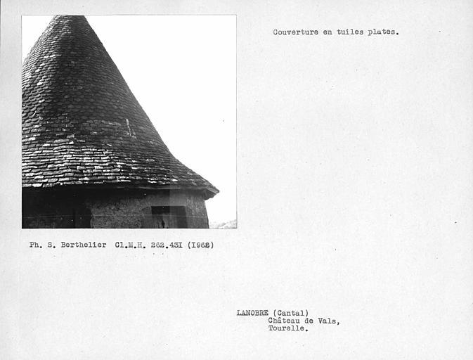 Couverture en tuiles plates de la tourelle
