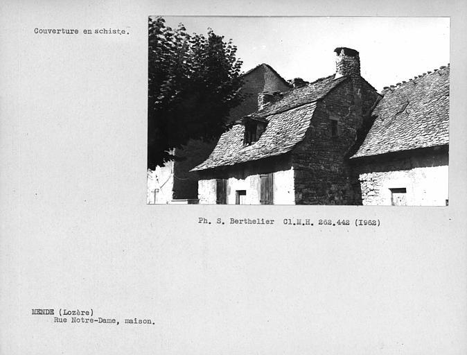 Couverture en lauze de la toiture