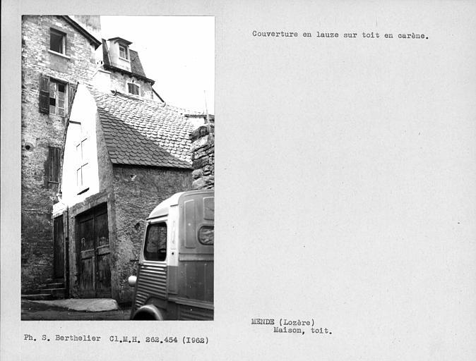 Couverture en lauze sur toit en carène