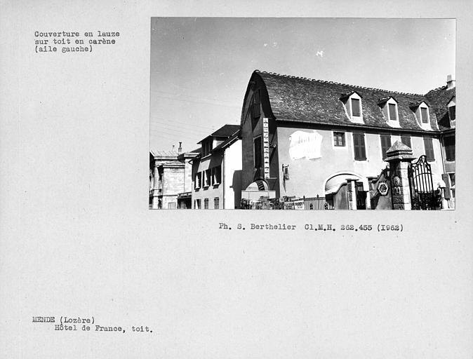 Couverture en lauze sur toit en carène, aile gauche