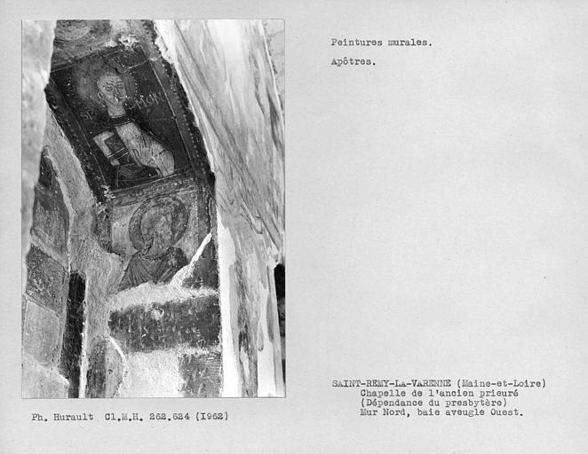 Ebrasement de la fenêtre aveugle ouest du mur nord de la chapelle, 2 Apôtres dont Saint-Simon