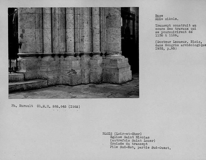Base de la pile sud-est de la croisée du transept