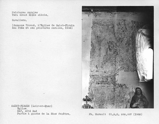Partie à gauche de la troisième fenêtre du mur sud de la nef, cavaliers