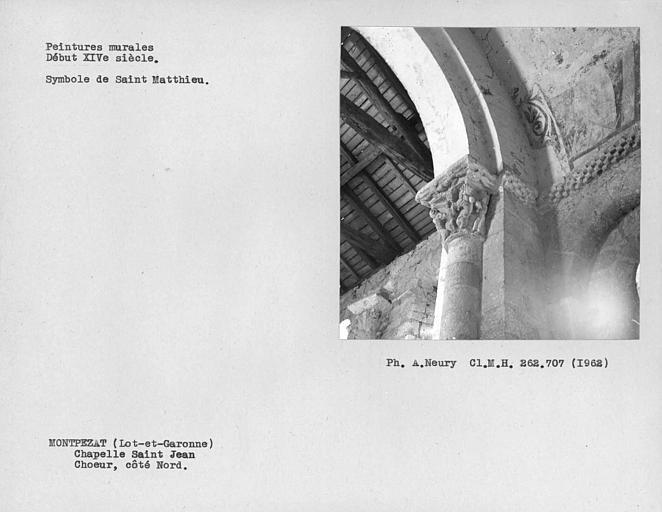 Chapiteau de l'arc triomphal et traces de peintures murales du côté nord du choeur
