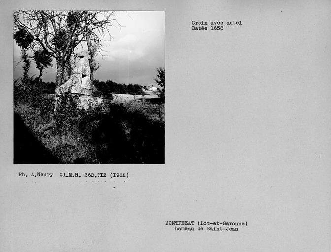 Croix de chemin avec autel