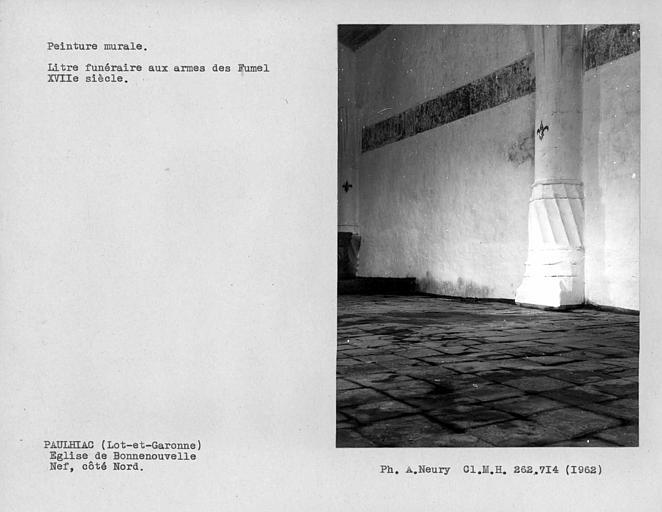 Litre funéraire et base de la première pile de colonne du côté nord de la nef