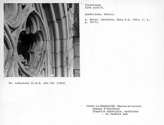 Fenestrage sud de la chapelle abbatiale. Détail avec l'ensemble d'un quadrilobe