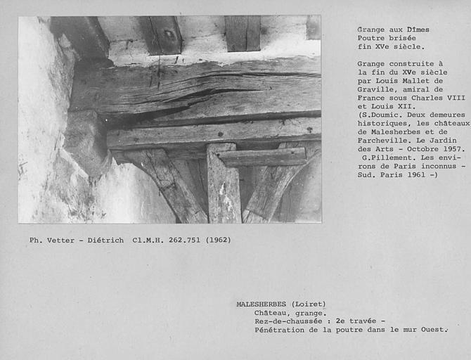 Plancher de la grange aux Dîmes au rez-de-chaussée, cassure avant la pénétration dans le mur ouest de la deuxième poutre, vue du sud au nord