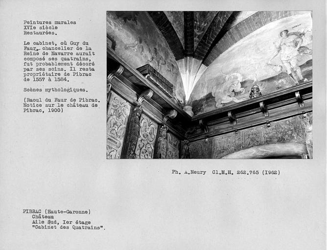 Cabinet des Quatrains au premier étage, peintures murales de l'angle du fond à droite : scènes mythologiques