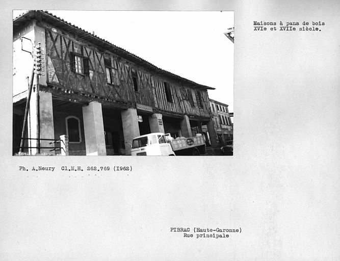 Vue d'ensemble de la façade en pan-de-bois