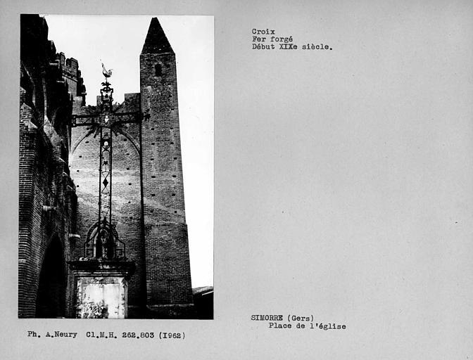 Croix monumentale en fer forgé
