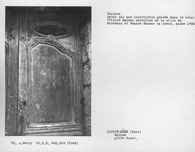 Détail des vantaux de la porte d'entrée côté ouest