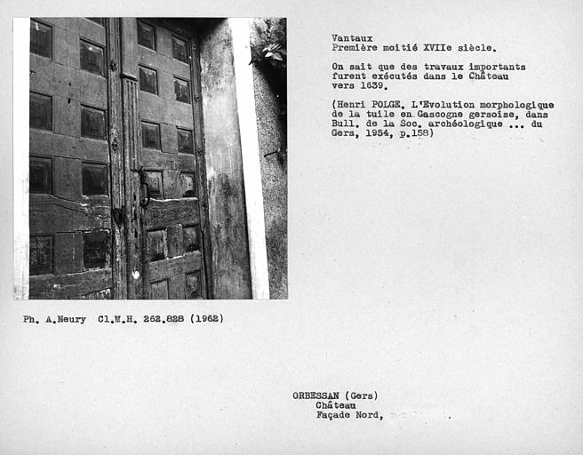Détail des vantaux de la porte de la façade nord