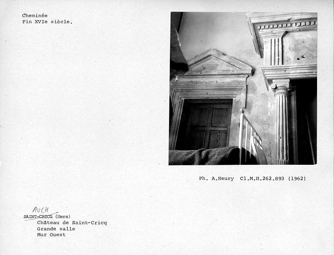 Cheminée de la grande salle du premier étage, détail