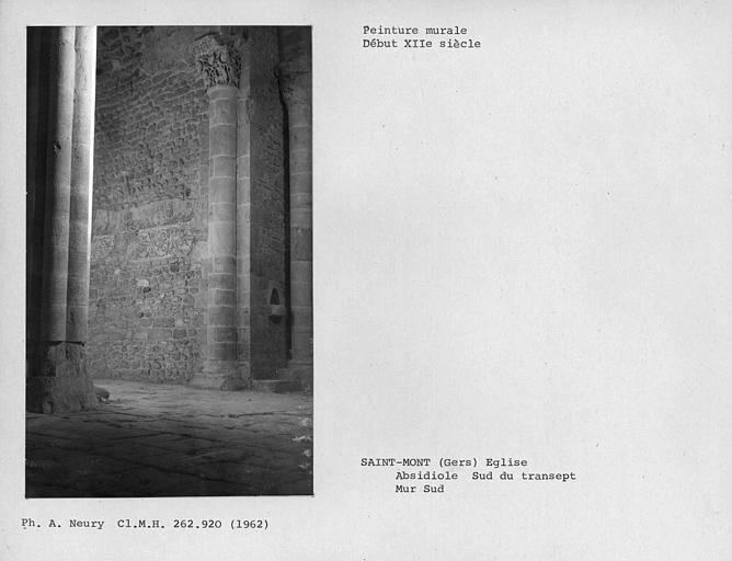 Restes de peintures murales du chapiteau de l'ensemble sud-est de l'absidiole est du bras sud du transept