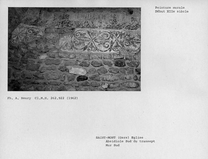 Restes de peintures murales de la partie sud de l'absidiole est du bras sud du transept, détail