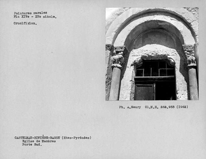 Moitié haute avec chapiteaux et peintures murales de la porte de la façade ouest de la nef