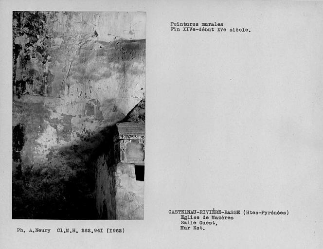 Restes de peintures murales du mur est de la salle à l'ouest de la nef