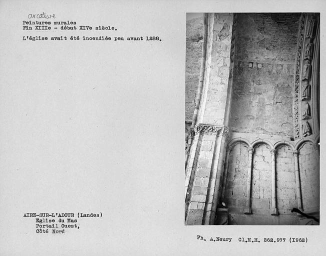Arcature du portail ouest, côté nord.Traces de peintures murales
