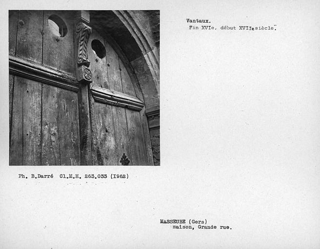 Détail de la porte, partie haute du vantail