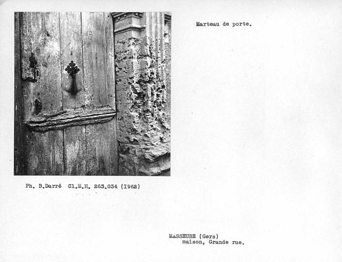 Détail de la porte, marteau de porte et loquet