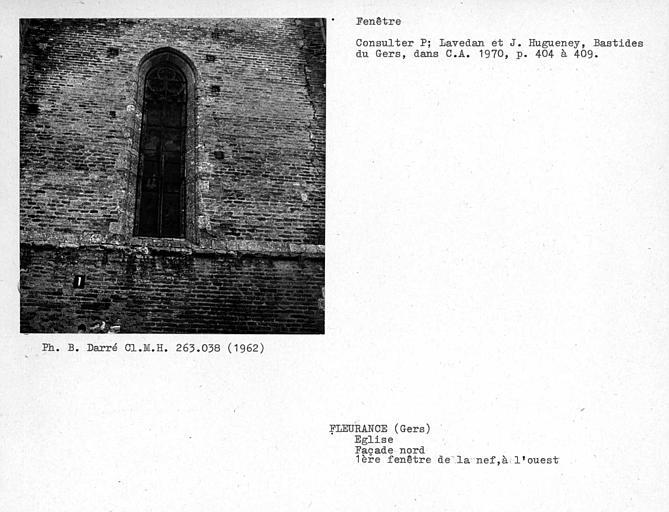 Première fenêtre de la façade nord de la nef, à l'ouest