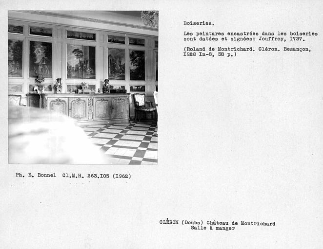 Décor de la salle à manger, peintures dans les boiseries signées, mur opposé aux fenêtres
