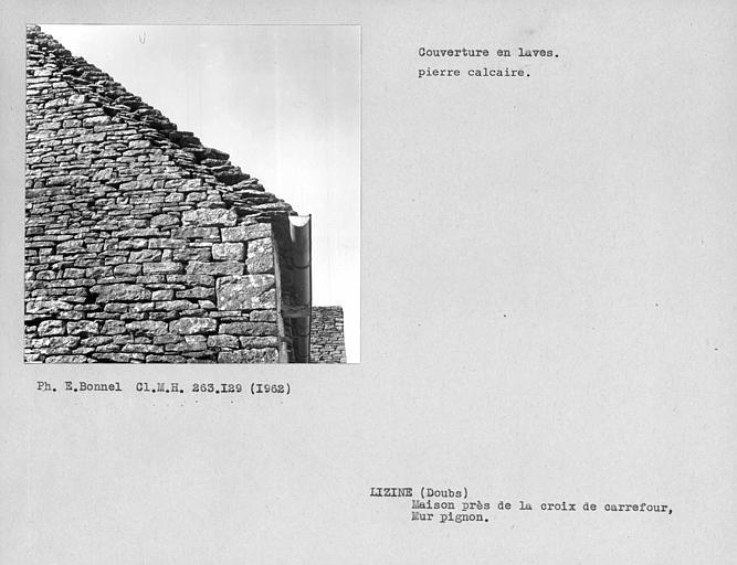 Couverture en laves du mur pignon