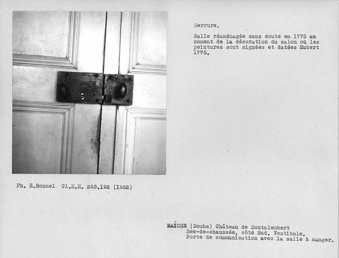 Vantaux et serrure de la porte donnant sur le vestibule de la salle à manger