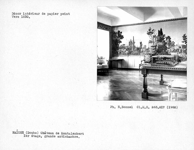 Décor de papier peint de la grande antichambre au premier étage