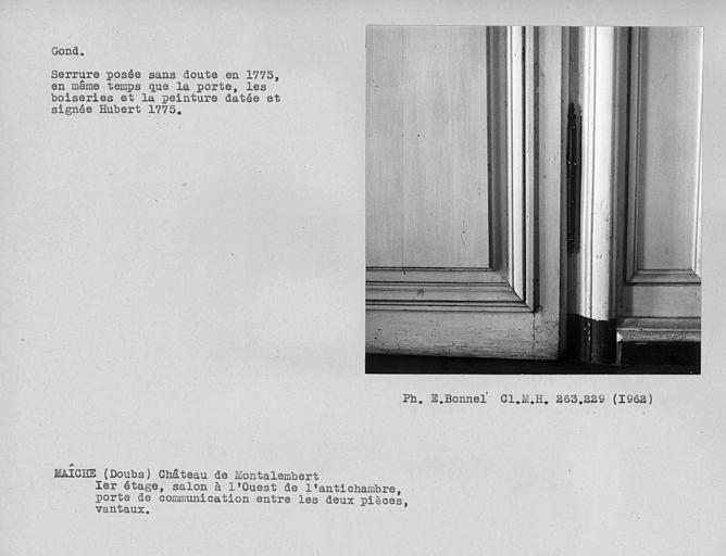 Salon à l'ouest de l'antichambre du premier étage, gond de la porte de communication entre les deux pièces