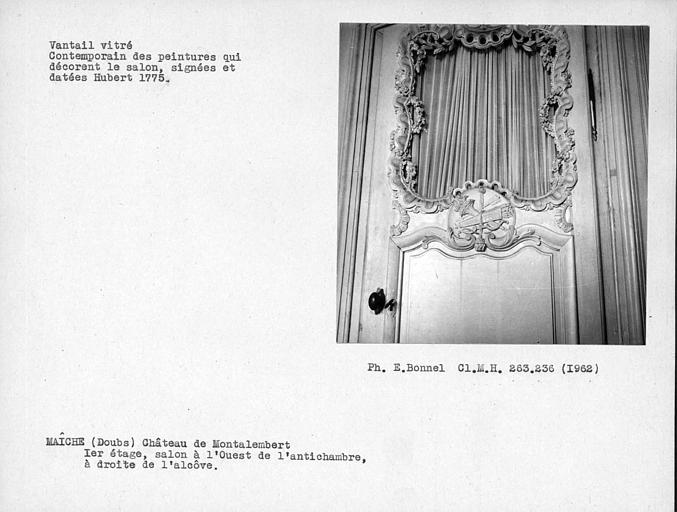 Vantail vitré de la porte à gauche de l'alcôve du salon à l'ouest de l'antichambre du premier étage