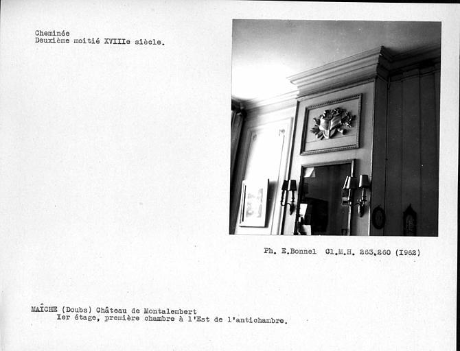Cheminée de la première chambre à l'est de l'antichambre, premier étage