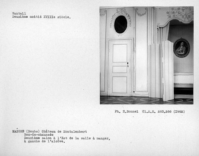 Rez-de-chaussée, alcôve et vantail de porte du deuxième salon à l'est de la salle à manger