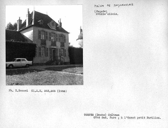 Côté sud, parc, petit pavillon