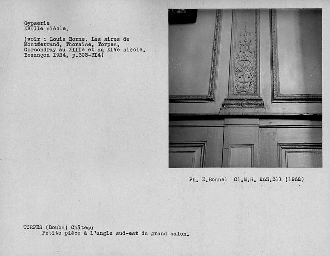 Décor de gypserie du plafond de la petite pièce à l'angle sud-est du grand salon du rez-de-chaussée