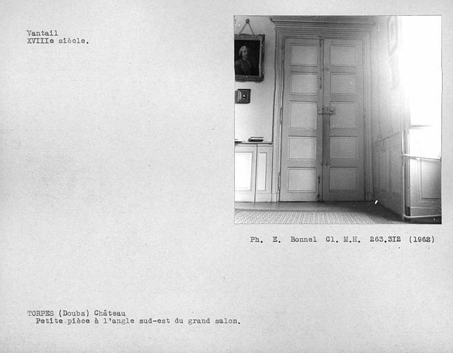 Vantaux de porte de la petite pièce au sud-est du grand salon du rez-de-chaussée