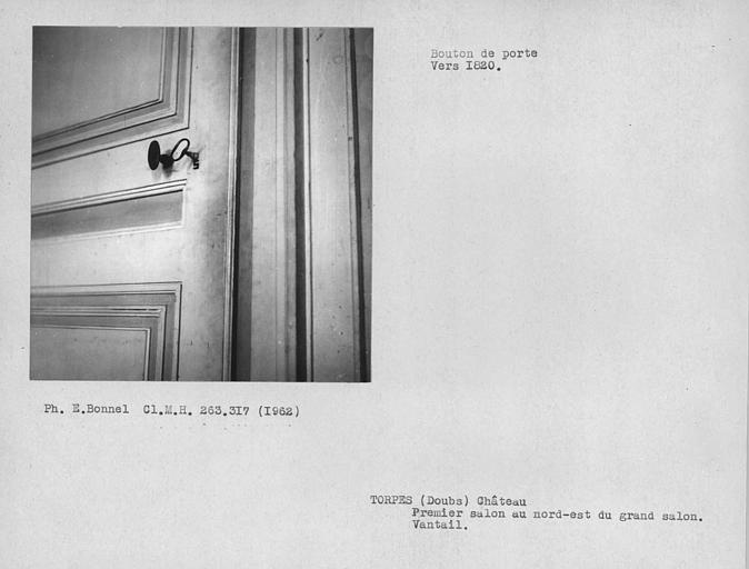 Poignée de la porte du vantail de la salle au nord-est du grand salon du rez-de-chaussée