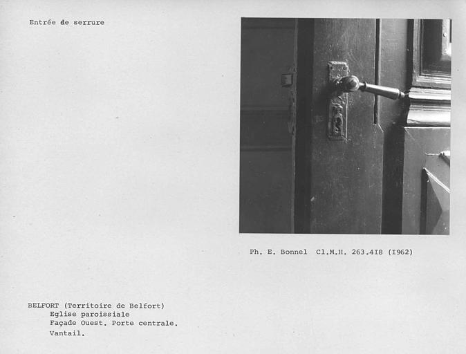 Vantaux du portail de la façade, entrée de serrure