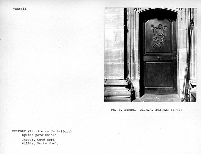 Vantail de porte du pilier à droite de l'angle du transept de la nef