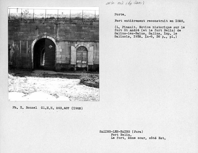 Porte de la caserne, deuxième cour du fort côté est