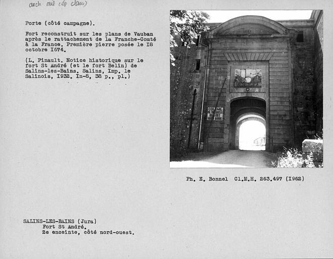 Extérieur de la porte fortifiée de la deuxième enceinte, côté nord