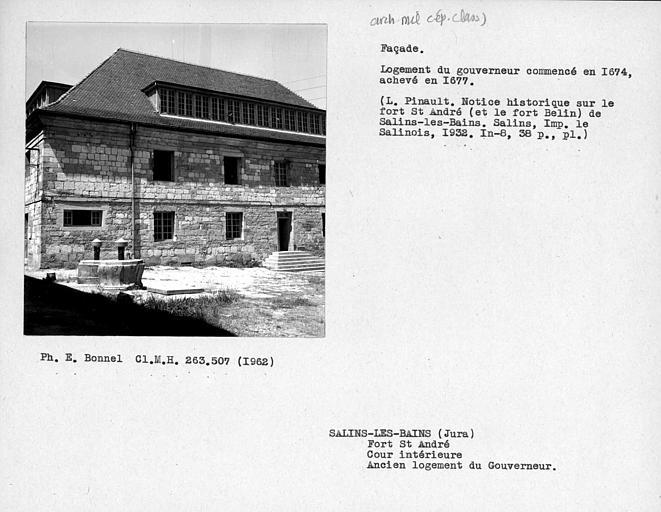 Façade de l'ancien logement du Gouverneur, cour intérieure